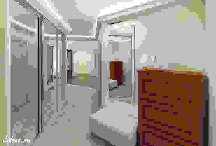 Семейные апартаменты. Москва Коридор, прихожая и лестница в классическом стиле от Lidiya Goncharuk Классический