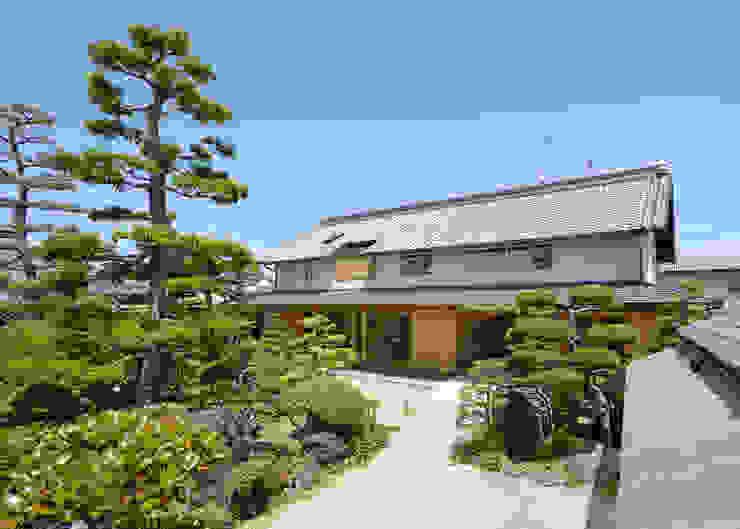 古民家改修:通り土間のある家 日本家屋・アジアの家 の m5_architecte 和風 木 木目調