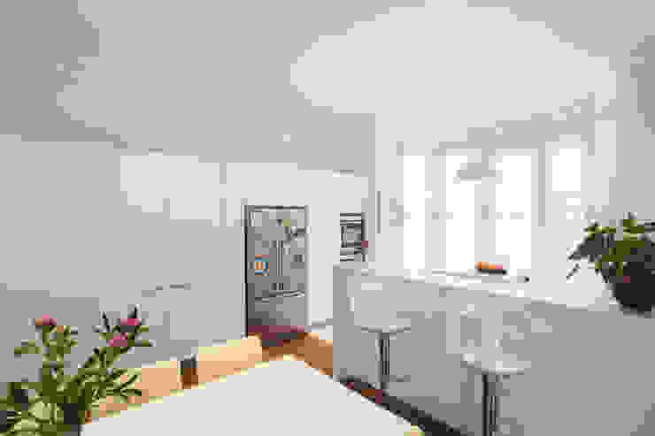 Aberdare Gardens, NW6:  Kitchen by XUL Architecture,