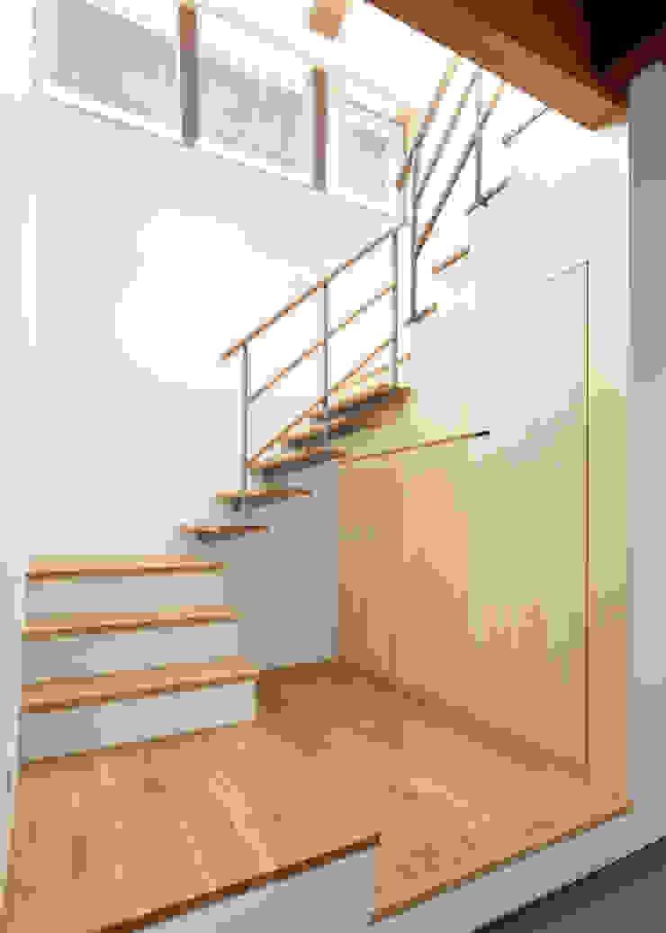 古民家改修:通り土間のある家 和風の 玄関&廊下&階段 の m5_architecte 和風