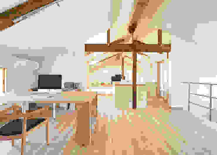 古民家改修:通り土間のある家 和風デザインの 多目的室 の m5_architecte 和風