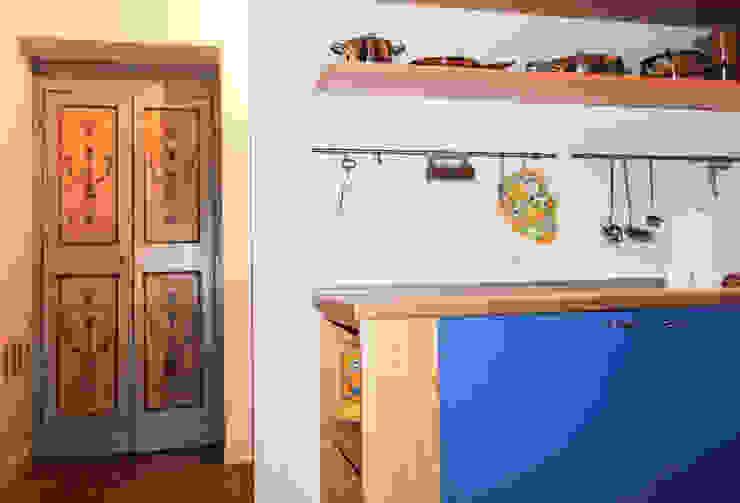 Classic style kitchen by STUDIO GUERRI Classic