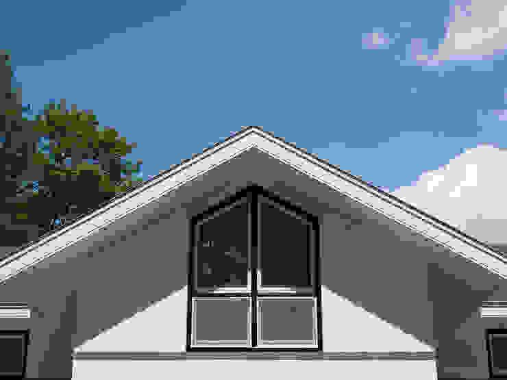 Villa te Doetinchem - Detail raamkozijn Moderne ramen & deuren van Friso Woudstra Architecten BNA B.V. Modern