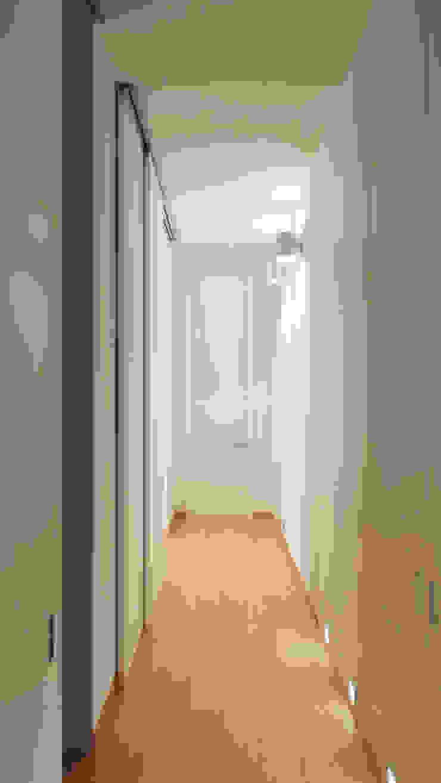 AUS 01 Apartment no.3 in Turin 3Dedintorni Flur, Diele & TreppenhausBeleuchtungen
