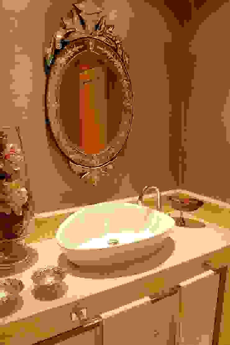 Eklektyczna łazienka od Critério Arquitectos by Canteiro de Sousa Eklektyczny