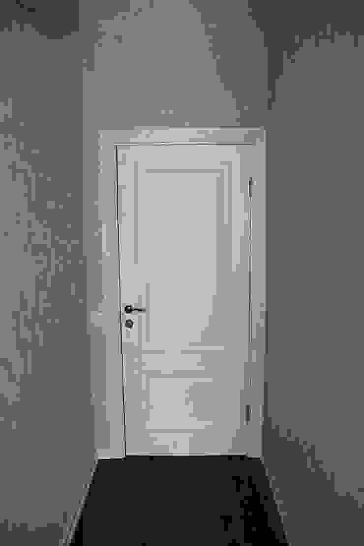 """Готовый ремонт 1-й квартиры в ЖК """"Адмирал"""" Коридор, прихожая и лестница в модерн стиле от Студия интерьерного дизайна happy.design Модерн"""