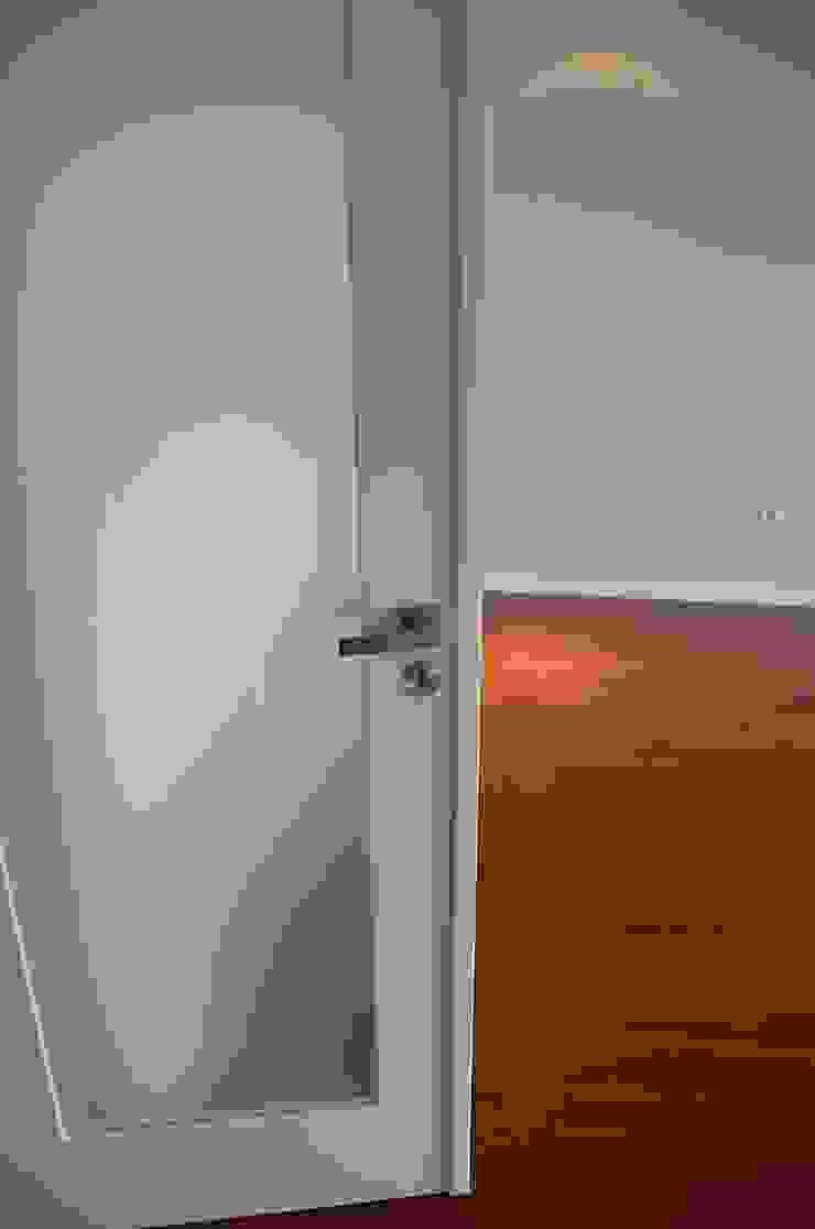 Projecto de interiores apartamento Lisboa Salas de estar ecléticas por Critério Arquitectos by Canteiro de Sousa Eclético