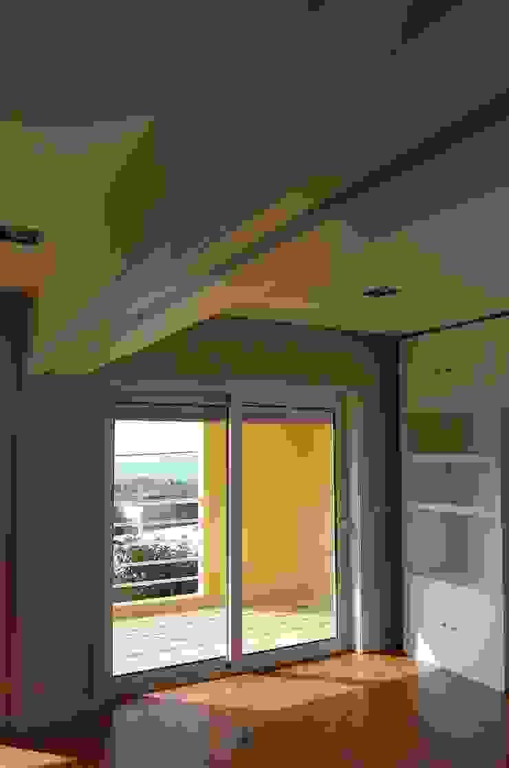 Projecto de interiores apartamento Lisboa Espaços de trabalho ecléticos por Critério Arquitectos by Canteiro de Sousa Eclético