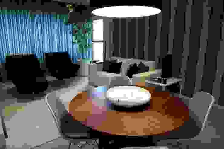 BAÍA DE LUANDA Salas de estar modernas por Spaceroom - Interior Design Moderno