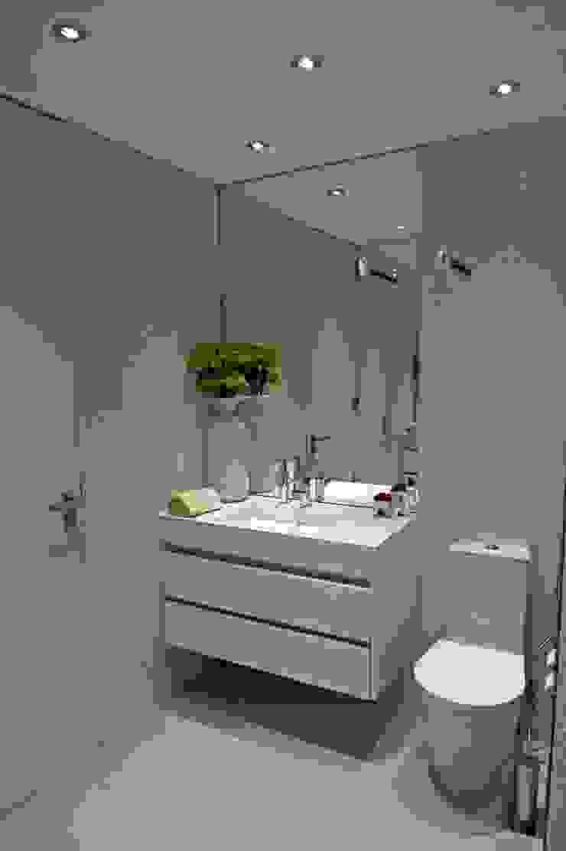 BAÍA DE LUANDA Casas de banho modernas por Spaceroom - Interior Design Moderno