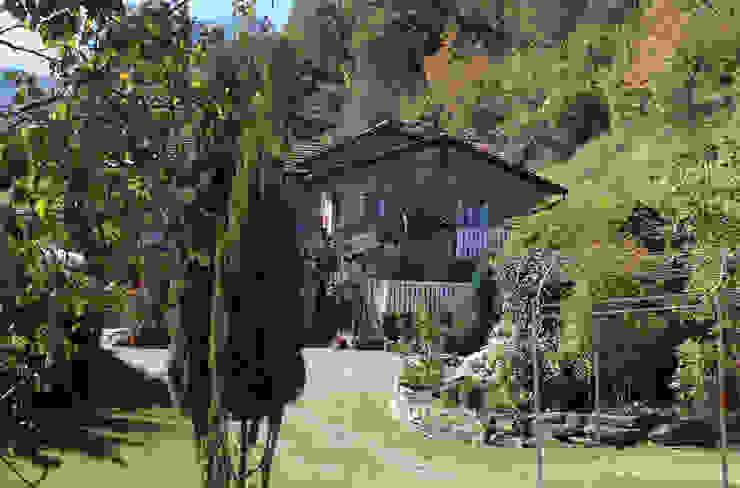 โดย Naro architettura restauro 'Dein Landhaus im Piemont' ชนบทฝรั่ง
