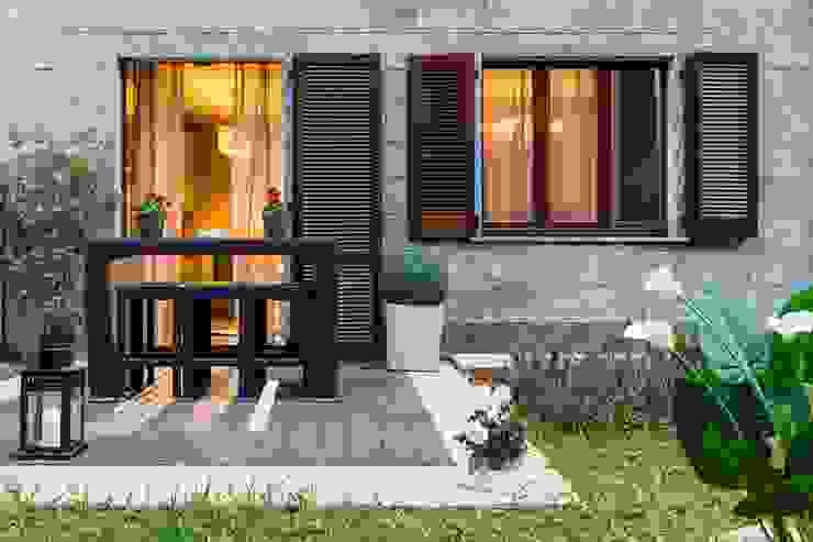 DemianStagingDesign Classic style balcony, veranda & terrace