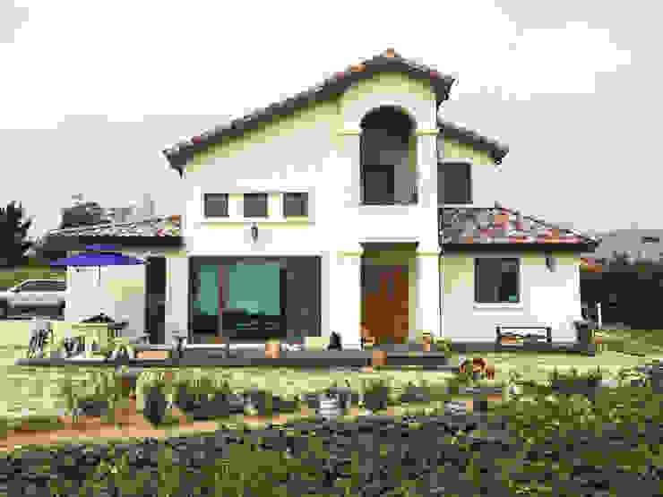Mediterranean style houses by 21c housing Mediterranean