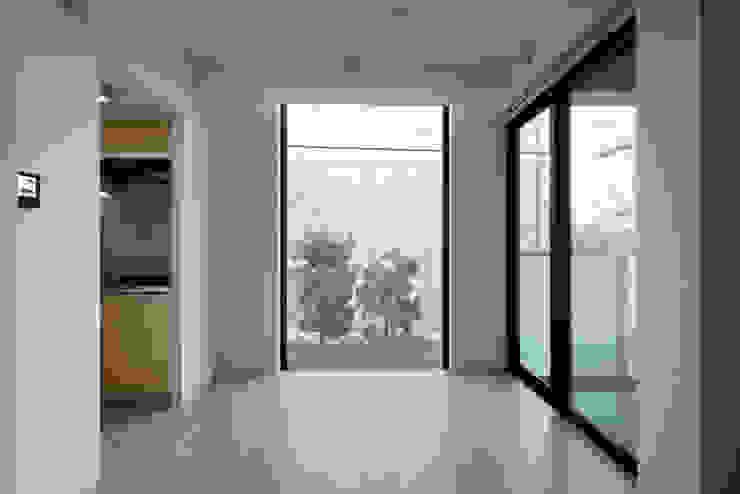 プラザレジデンス9 モダンデザインの リビング の 片岡直樹設備設計一級建築士事務所 モダン