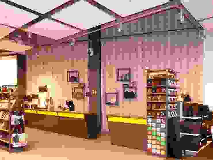 Kassentresen: modern  von SCHIELE Einrichtungen,Modern Holzwerkstoff Transparent
