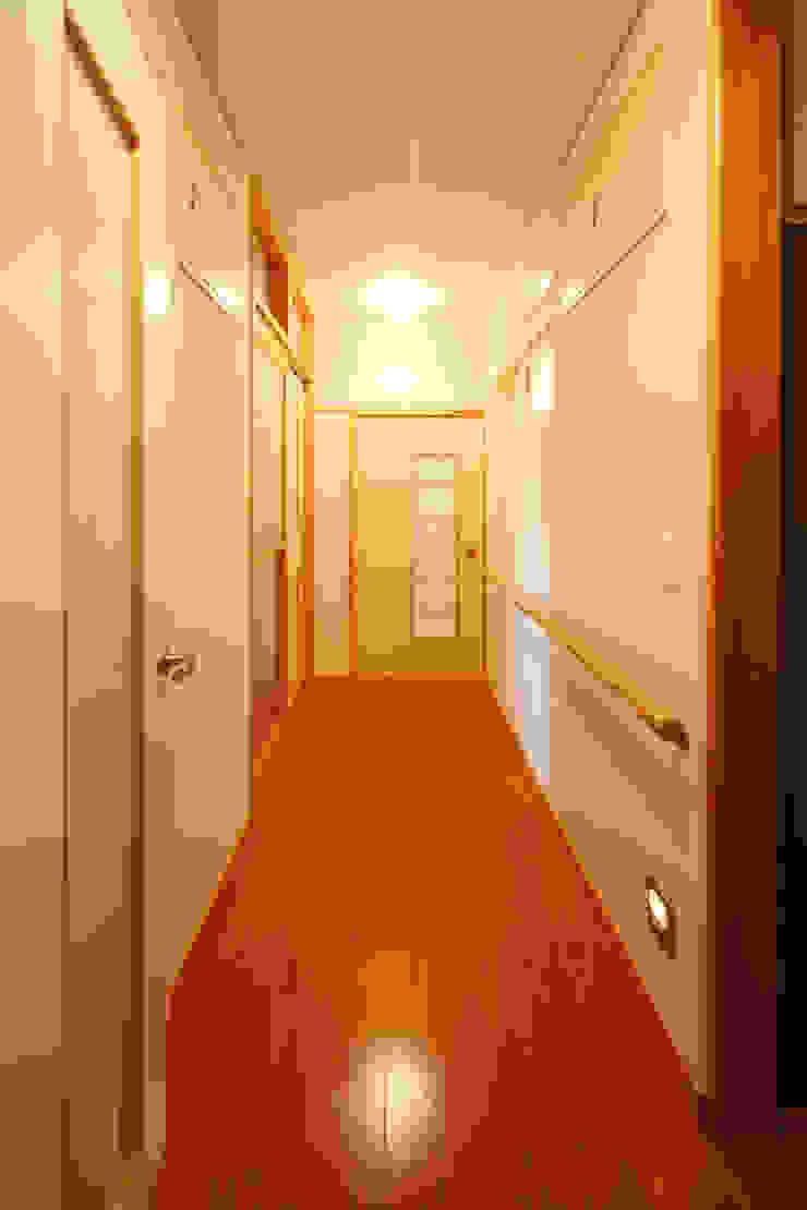 廊下 モダンスタイルの 玄関&廊下&階段 の 吉田設計+アトリエアジュール モダン
