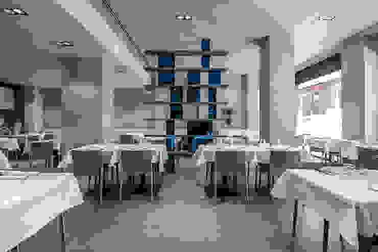 Varie applicazioni della resina negli ambienti Sala da pranzo moderna di Resin srl Moderno