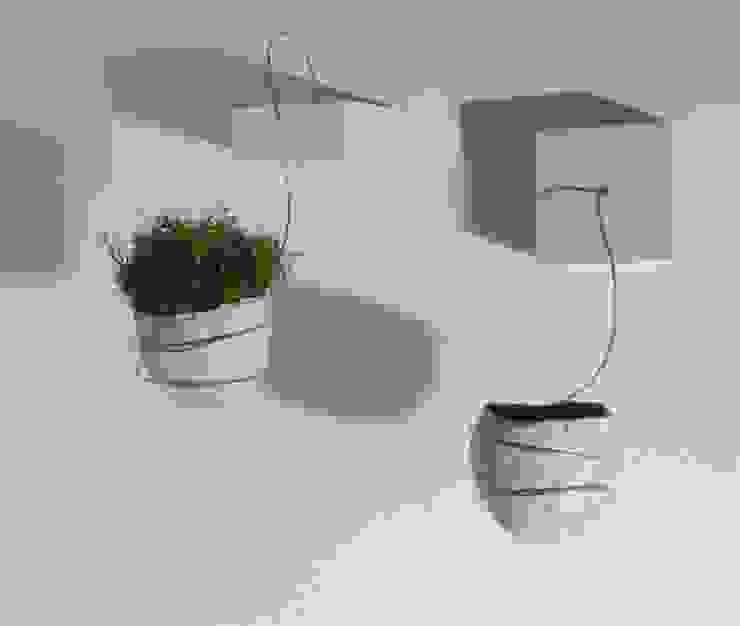 Due vasi sospesi Ceramica Artistica di Chiara Cantamessa Paesaggio d'interni Ceramica Bianco
