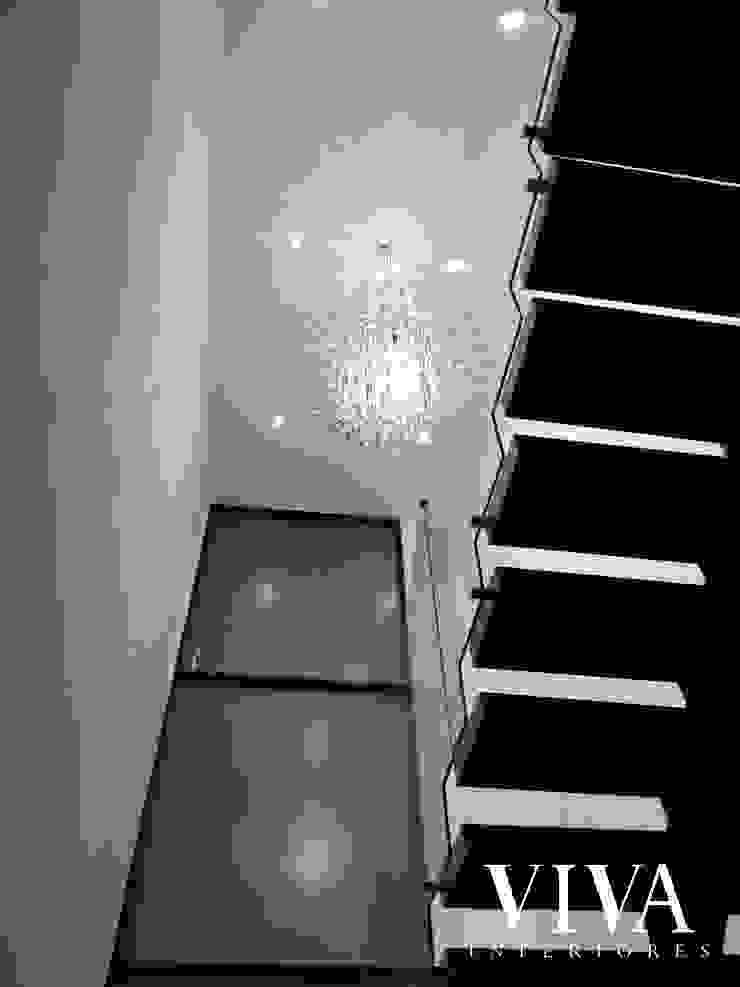 VIVAinteriores Minimalist corridor, hallway & stairs White