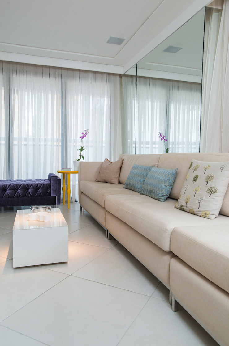 Eklektyczny salon od Alexandre Magno Arquiteto Eklektyczny