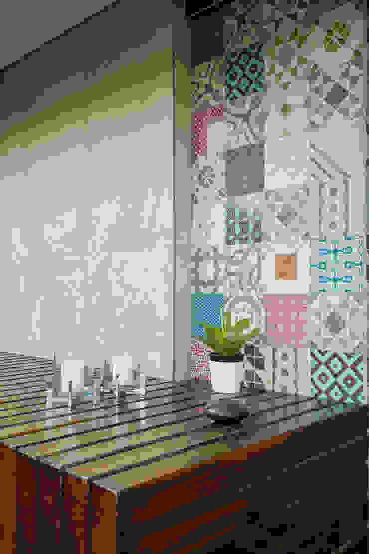 Eklektyczny balkon, taras i weranda od Alexandre Magno Arquiteto Eklektyczny