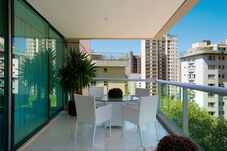 Balcones y terrazas de estilo moderno de Viviane Lima Arquitetura Moderno