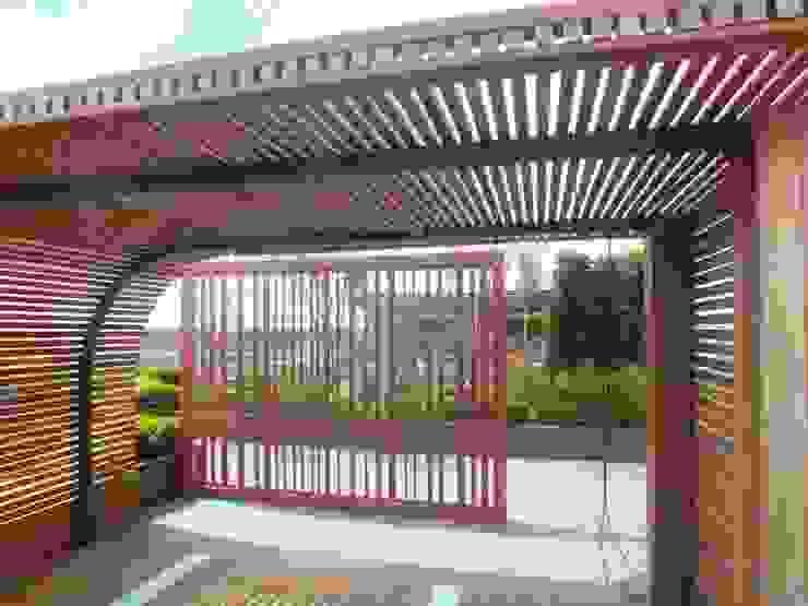 Espacios comerciales de estilo  por Aralia, Moderno Madera Acabado en madera