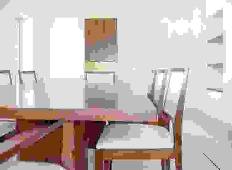Renato Fernandes - arquitetura ComedorMesas Madera maciza Acabado en madera