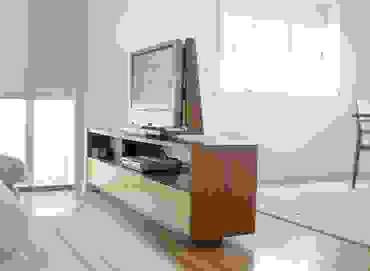 Renato Fernandes - arquitetura SalonesMuebles de televisión y dispositivos electrónicos Madera Acabado en madera