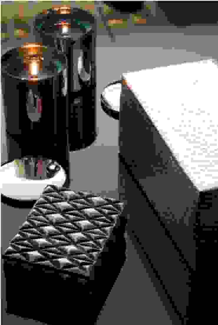 Caixas em Prata Salas de estar modernas por Andreia Marques Designer de Interiores Moderno Metal