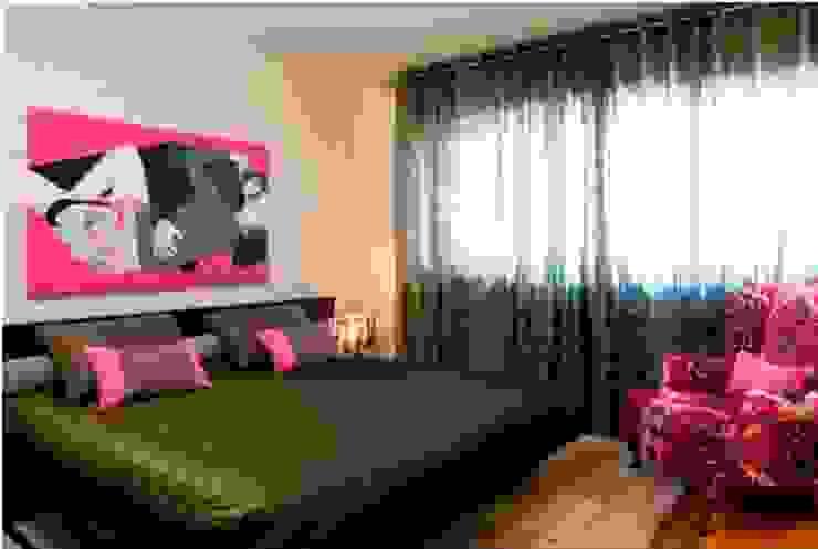 Suite Casal Quartos modernos por Andreia Marques Designer de Interiores Moderno Têxtil Ambar/dourado