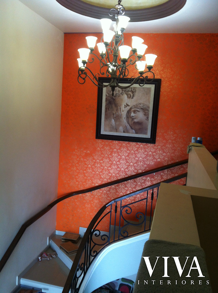 Cumbres Rocosas 234 Pasillos, vestíbulos y escaleras modernos de VIVAinteriores Moderno