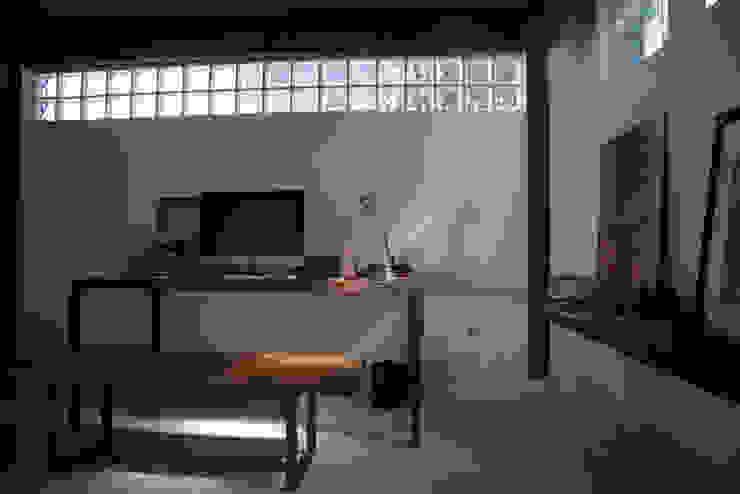 Minimalistische Arbeitszimmer von Ecoeficientes Minimalistisch
