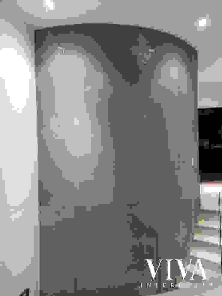 Minimalist corridor, hallway & stairs by VIVAinteriores Minimalist