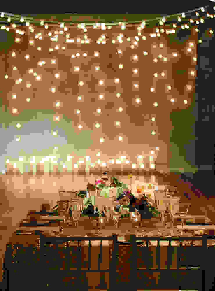 Iluminación:  de estilo tropical por Punto&Casa, Tropical