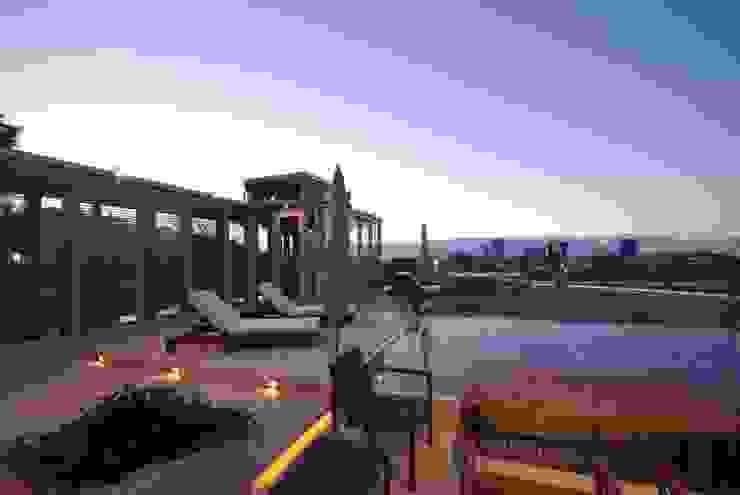 眺めのいい屋上テラス モダンな庭 の 株式会社 中村建築設計事務所 モダン