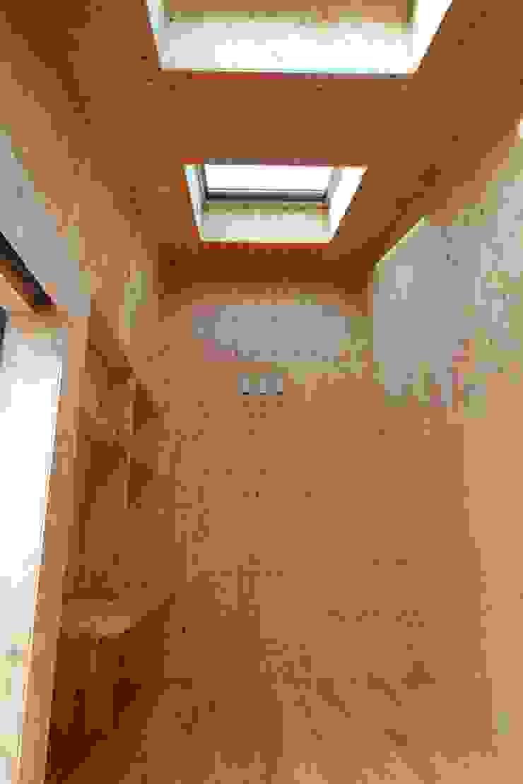 インテリア モダンデザインの 多目的室 の 関口太樹+知子建築設計事務所 モダン 木 木目調