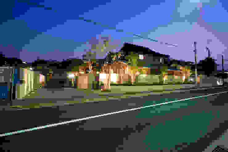 街道からの風景 モダンな 家 の 株式会社 中村建築設計事務所 モダン