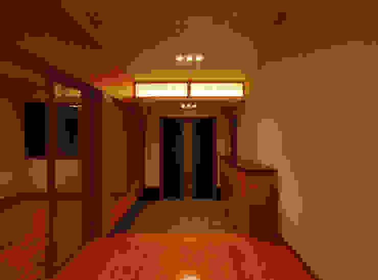 玄関 モダンスタイルの 玄関&廊下&階段 の 株式会社 中村建築設計事務所 モダン