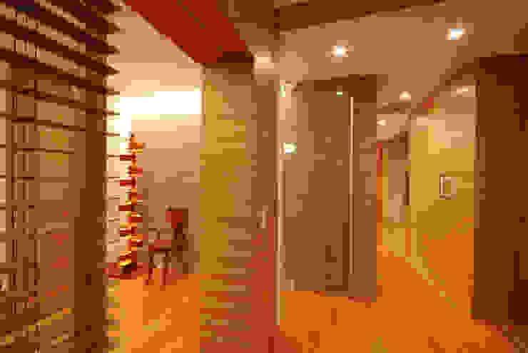 玄関ホール モダンスタイルの 玄関&廊下&階段 の 株式会社 中村建築設計事務所 モダン