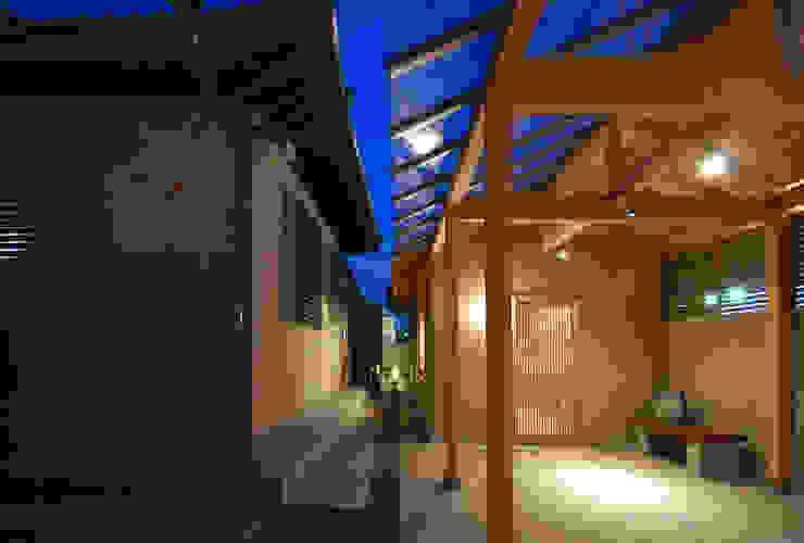 夕暮れの趣味の部屋 モダンデザインの 多目的室 の 株式会社 中村建築設計事務所 モダン