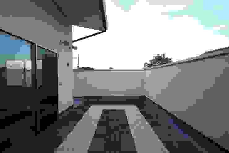 Balcon, Veranda & Terrasse modernes par 株式会社 中村建築設計事務所 Moderne