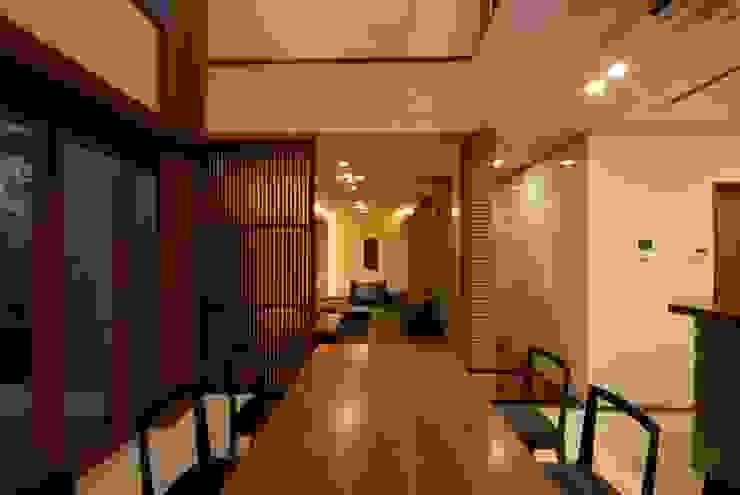 Salle à manger moderne par 株式会社 中村建築設計事務所 Moderne