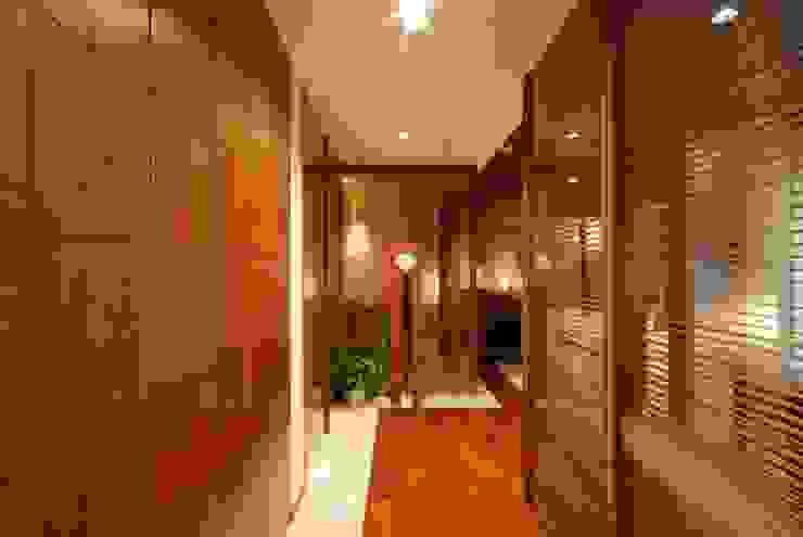 アフター玄関: 株式会社 中村建築設計事務所が手掛けたアジア人です。,和風