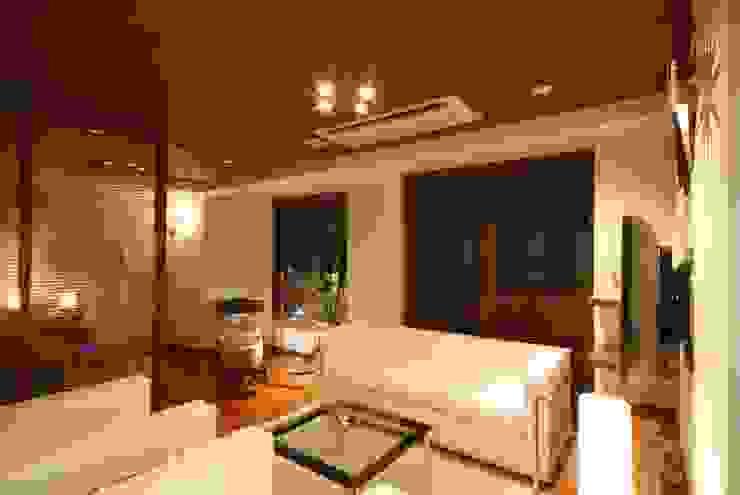 リビング: 株式会社 中村建築設計事務所が手掛けたアジア人です。,和風