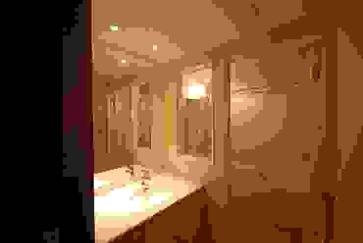 ビフォー 浴室と洗面: 株式会社 中村建築設計事務所が手掛けたアジア人です。,和風