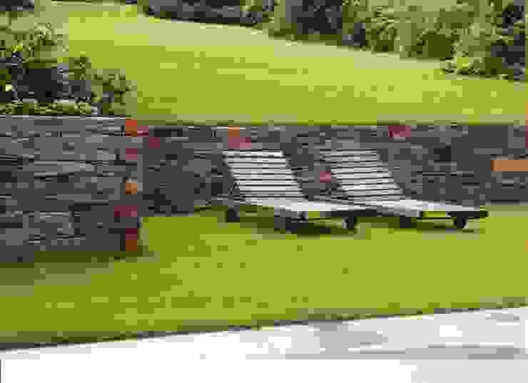 Jardines modernos: Ideas, imágenes y decoración de MM NATURSTEIN GMBH Moderno