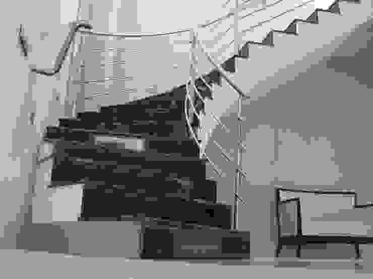 Pasillos y vestíbulos de estilo  por EPG-Arquitécnico, Moderno
