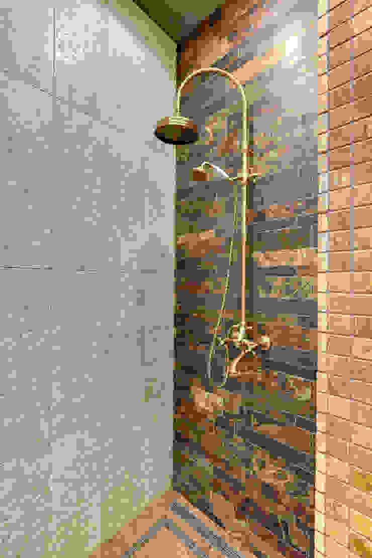 ванная комната от Kisliakova Elena Interiors Эклектичный