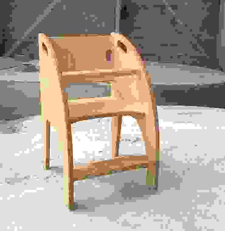 Kinderstoeltje van berkenmultiplex van Atelier de Wig Scandinavisch
